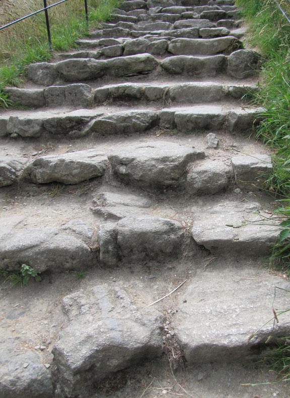 09_worn steps